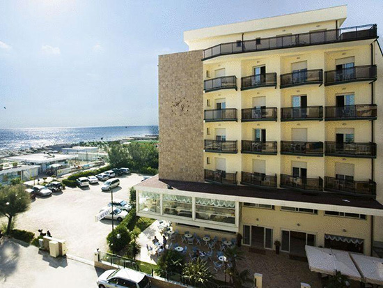 Hotel londra bagno holiday village - Bagno holiday village ...